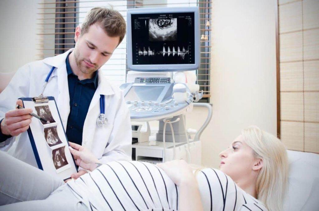 Frauenarzt während der Schwangerschaft